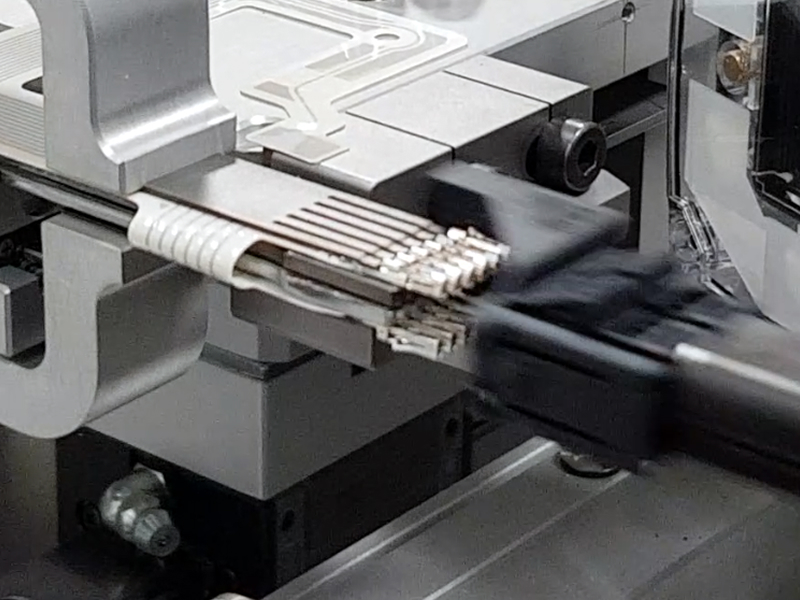 Automatic plug insertion after crimping flexible circuit contacts like MQS, Duflex and crimpflex